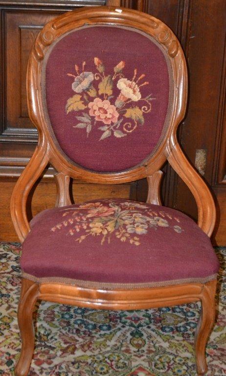 Victorian Walnut Ladies Chair