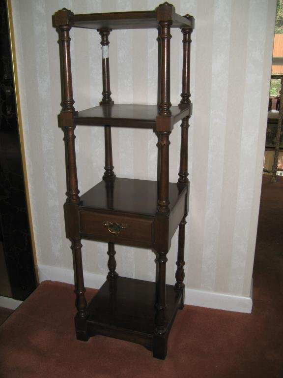 19: Pennsylvania House Single Drawer Stand