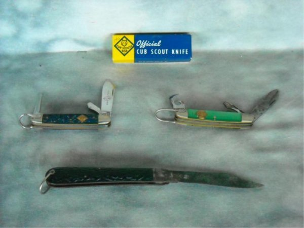 13: Lot of 4 Boyscout  & switchblade Knives