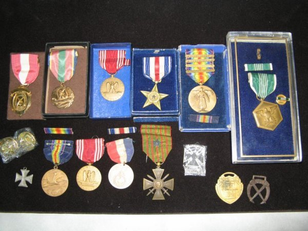 294: World War II Medals Tray Lot