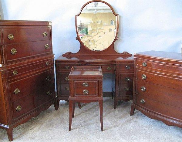 179 Mahogany Duncan Phyfe Style Bedroom Set