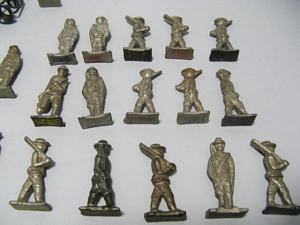 425: Lot Of Lead Toy Soldiers, Cowboys, Indian Figures - 7