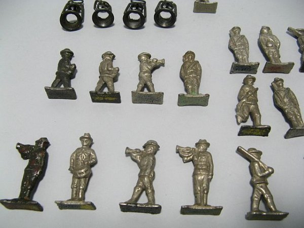 425: Lot Of Lead Toy Soldiers, Cowboys, Indian Figures - 8