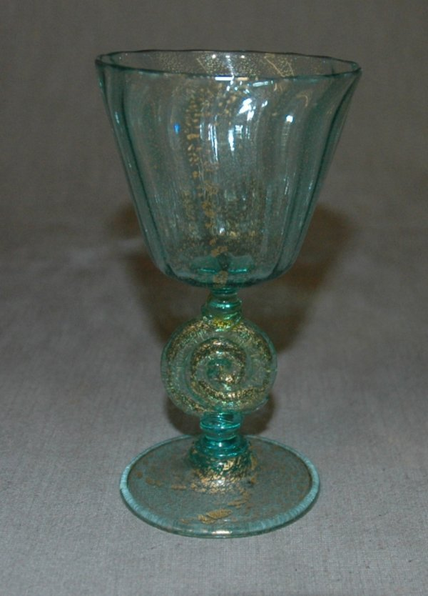18: A VENETIAN GLASS GOBLET, height 5 1/4""