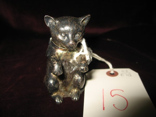 15: ENGLISH SILVER CAT FORM SNUFF BOX, HINGED HEAD WITH