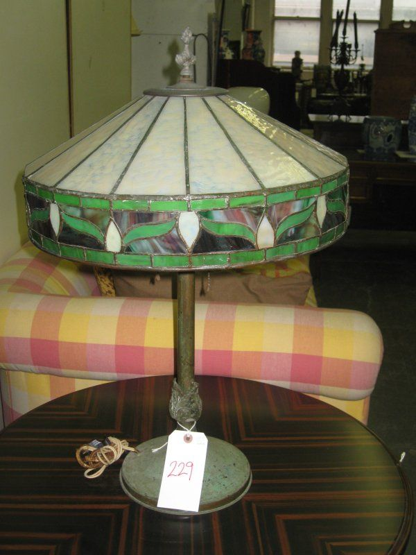 229: ARTS AND CRAFTS LEADED GLASS SHADE TABLE LAMP, FLO