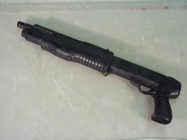 653: JURASSIC PARK Screen Used Fiberglass Dart Gun/Shot