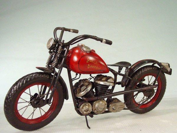 """661: """"HARLEY DAVIDSON"""" Tin Motorcycle Model"""