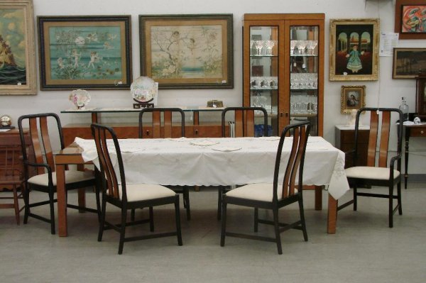 513: 11 Piece Birds Eye Maple Bernhardt Dining Room Set - 3