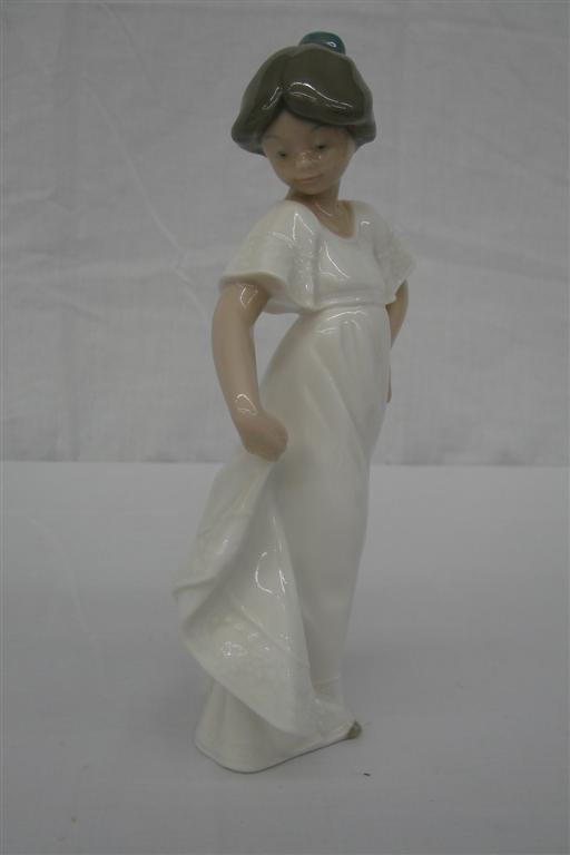 10: Nao by Lladro Figurine: How Pretty #1110,
