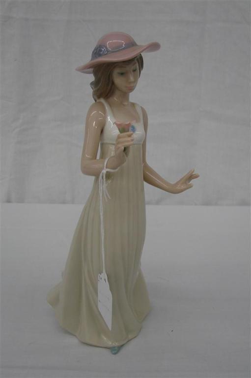 11: Nao by Lladro Figurine: Gentle Breeze