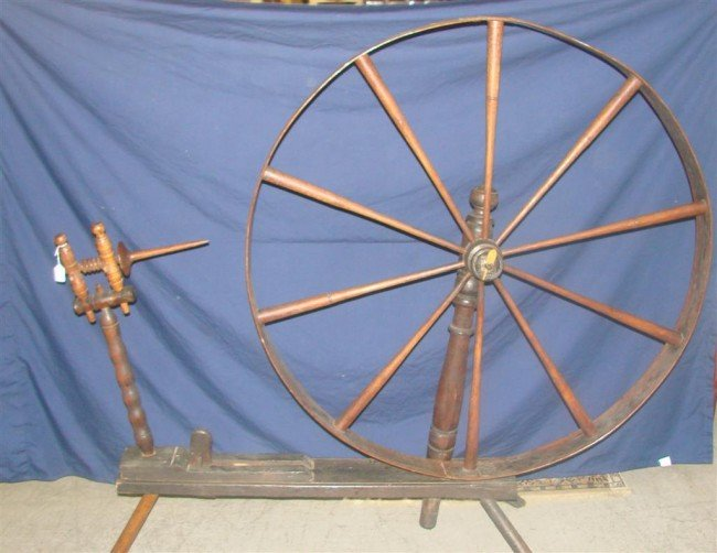 384: Large Antique Spinning Wheel. Auction Estimate: $2 - 2