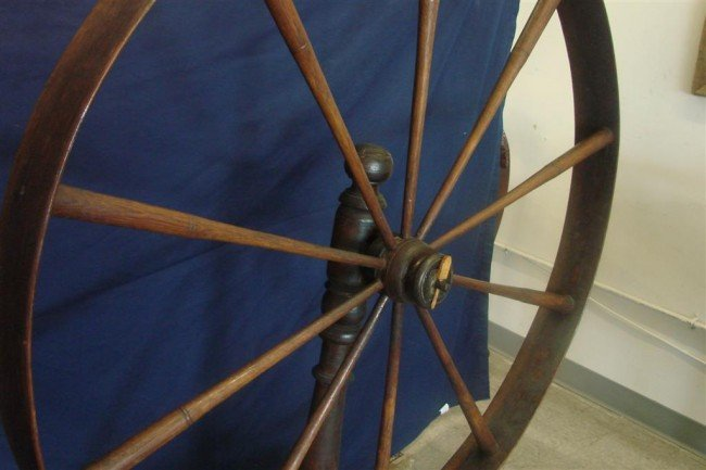 384: Large Antique Spinning Wheel. Auction Estimate: $2 - 5