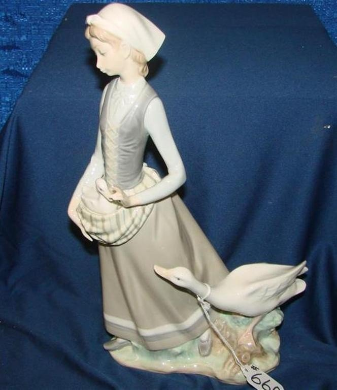 """660: Retired Lladro Figurine """"Girl with Goose"""" #4815 - 3"""