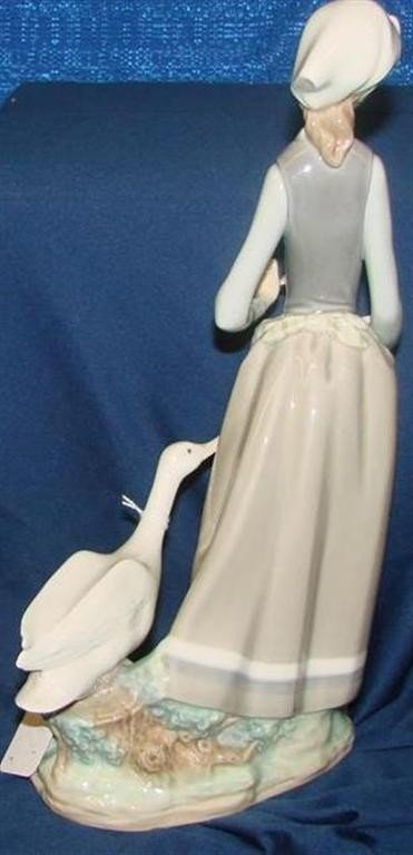 """660: Retired Lladro Figurine """"Girl with Goose"""" #4815 - 4"""