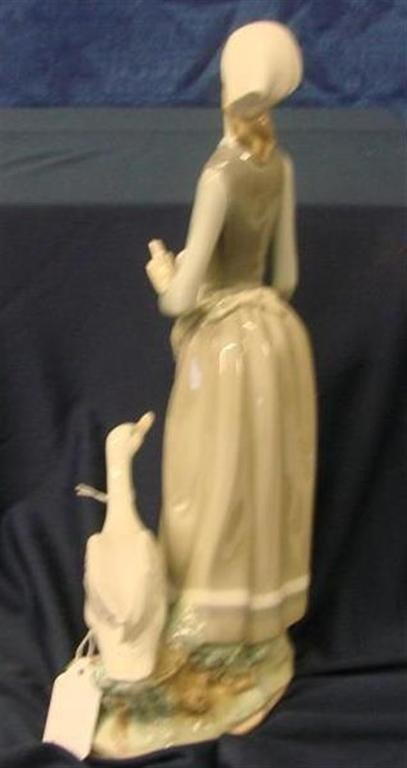 """660: Retired Lladro Figurine """"Girl with Goose"""" #4815 - 8"""