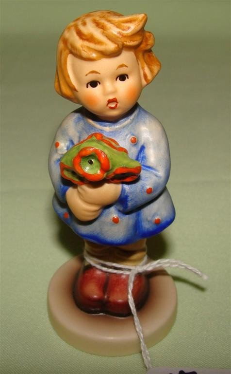 Hummel Figurine: Girl with Nosegay #239/A, TM
