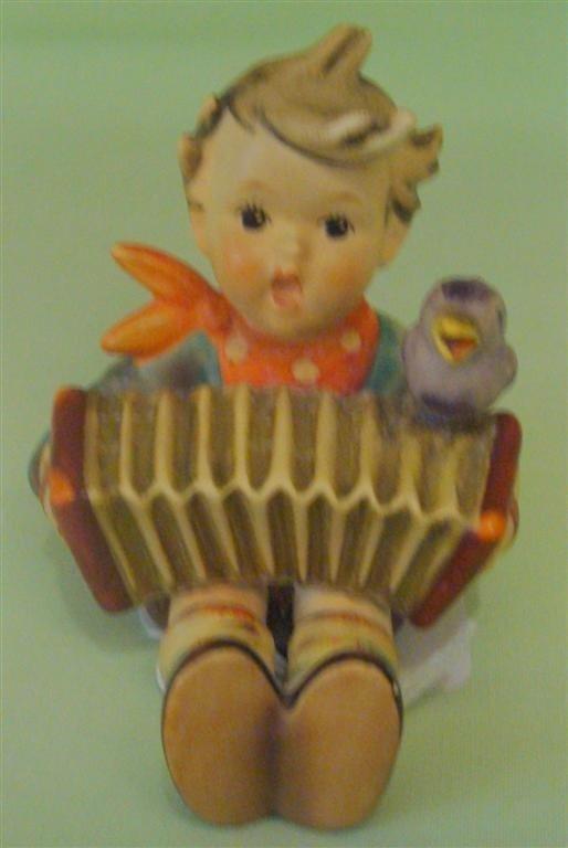 Hummel Figurine: Let's Sing. #110/0; TM 4. Bo