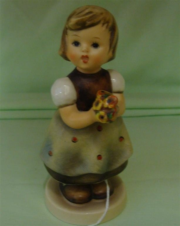 Hummel Figurine: For Mother # 257; TM 5. Book