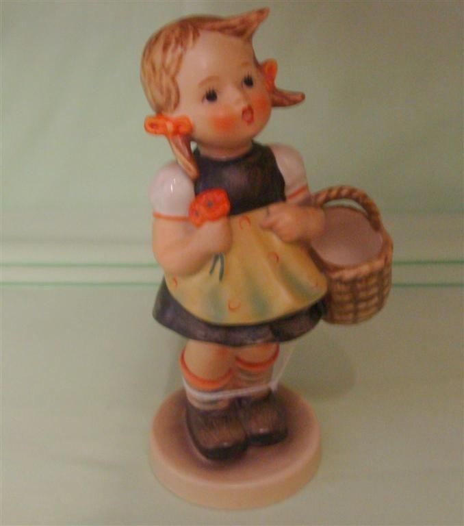 Hummel Figurine: Sister. # 98/0; TM 3. Book V