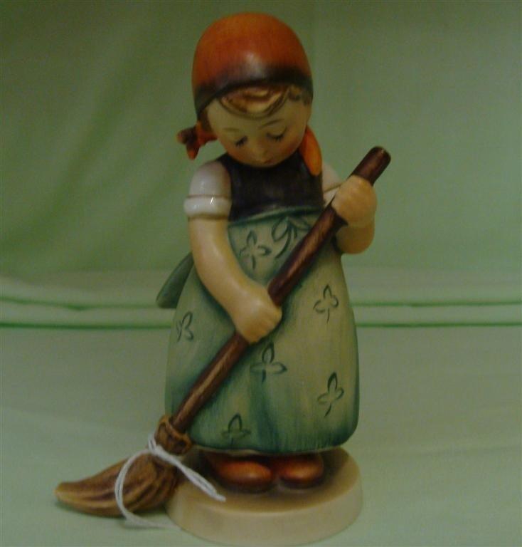 Hummel Figurine: Little Sweeper. # 171; TM 2.