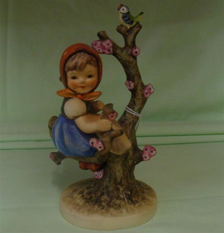 Hummel Figurine: Apple Tree Girl # 141/1; TM