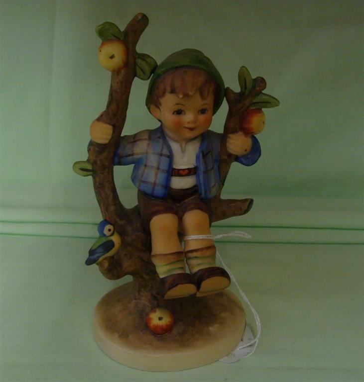 Hummel Figurine: Apple Tree Boy # 142/1; TM 5