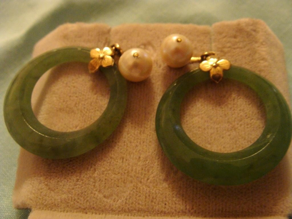 14K Yellow Gold Pearl & Jade Hoop Earrings. S