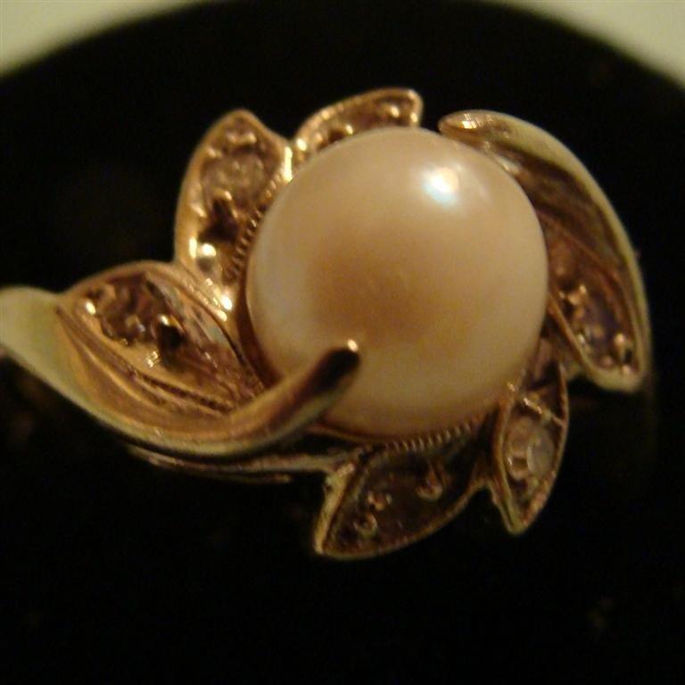 14K White Gold Flower Form Pearl & Diamond Ri