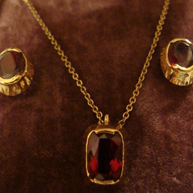 14K Yellow Gold Garnet Set: Earrings & Neckla