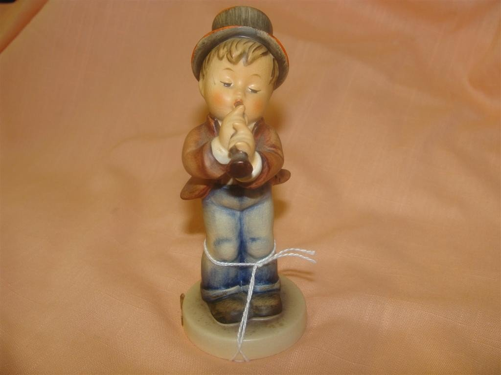 Hummel Figurine: Serenade; #85/0; TM 3. Book