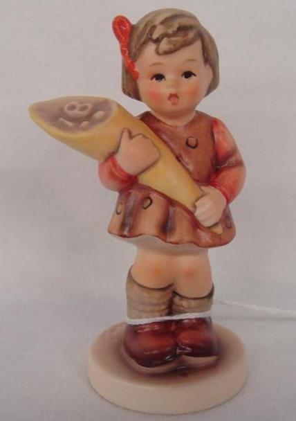 Hummel Figurine: A Sweet Offering; Collectors Club Edit