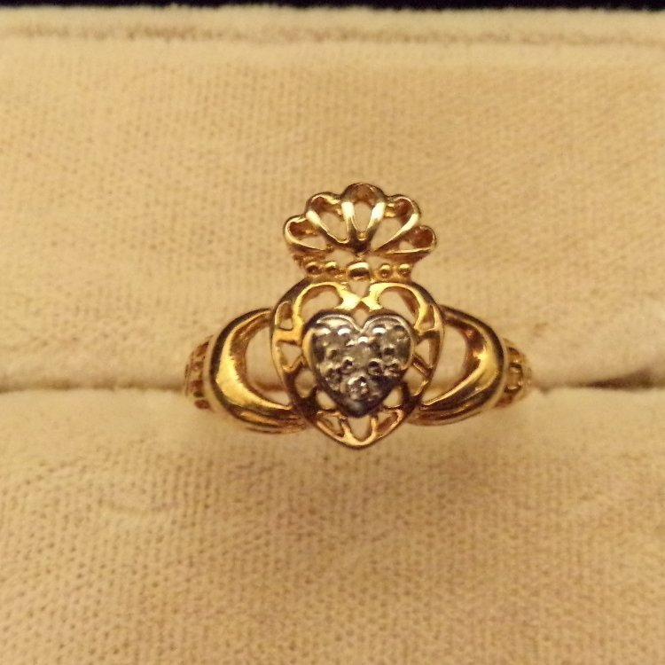 10k Gold & Diamond Claddagh Ring Sz6