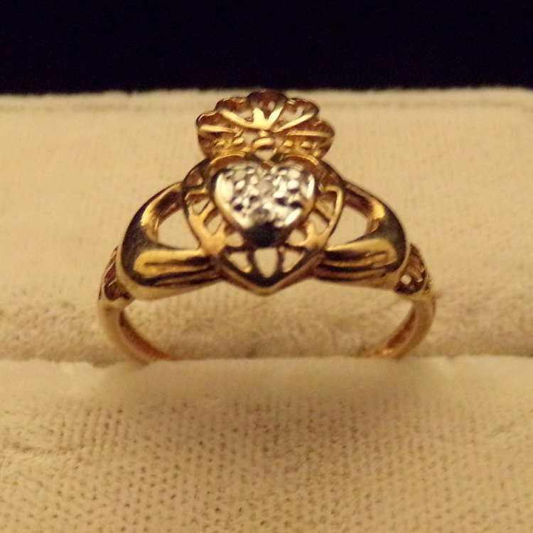 10k Gold & Diamond Claddagh Ring Sz6 - 2