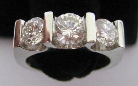 18 Kt White Gold Colorless Diamond Ring 1.63 tcw