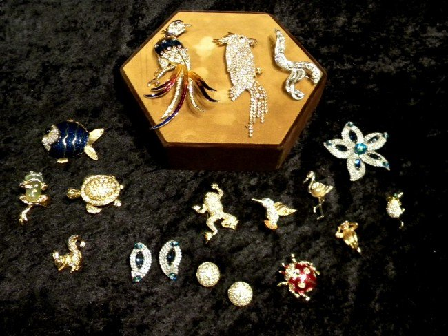 18 Pcs Vintage Costume Jewelry: 18 Brooches/2Pr Earring