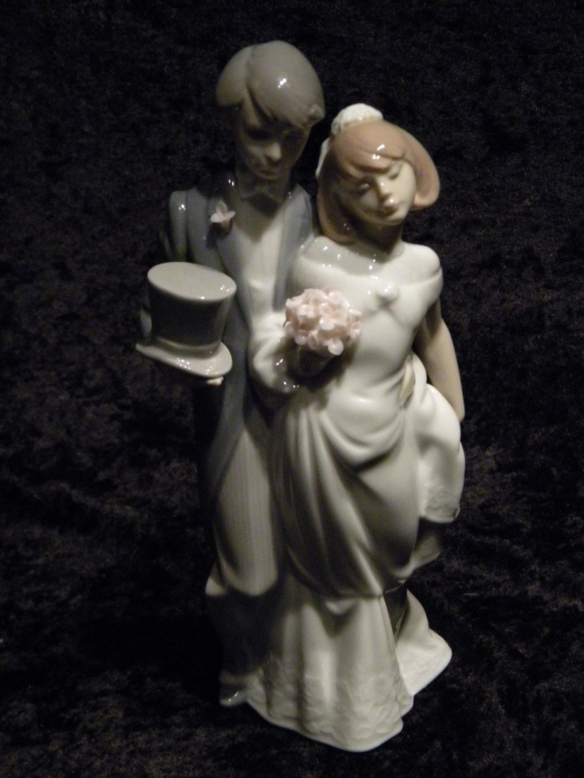 "Lladro Glazed Porcelain ""Wedding Bells"" #6164 Figurine"