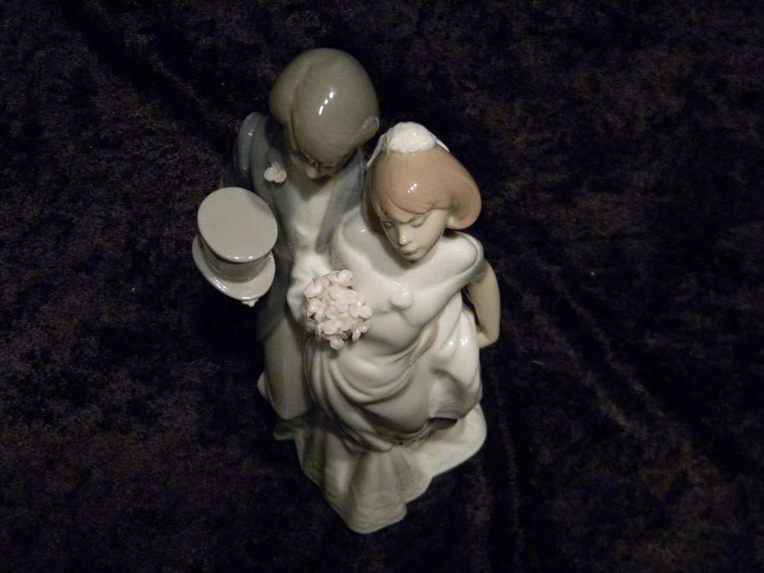 "Lladro Glazed Porcelain ""Wedding Bells"" #6164 Figurine - 3"