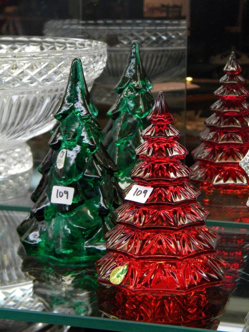 2 glass Christmas Tree Sculptures: Red and Green