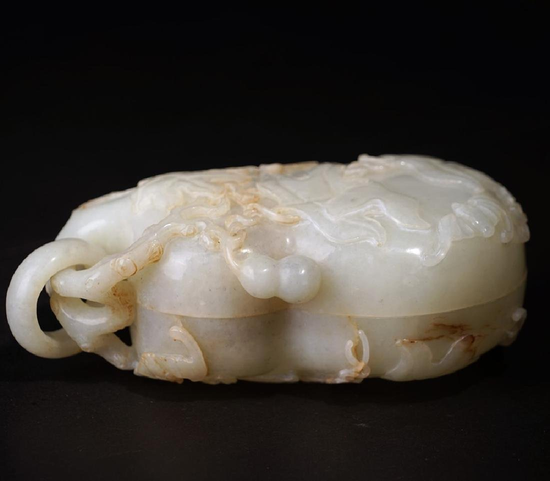 A CARVED WHITE JADE DOUBLE GOURD BOX AND COVER ,QING