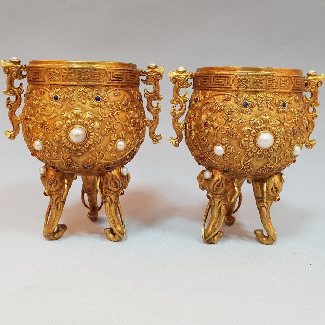 A PAIR OF GEM'S INLAID ELEPHANT CUPS ,MING DYNASTY