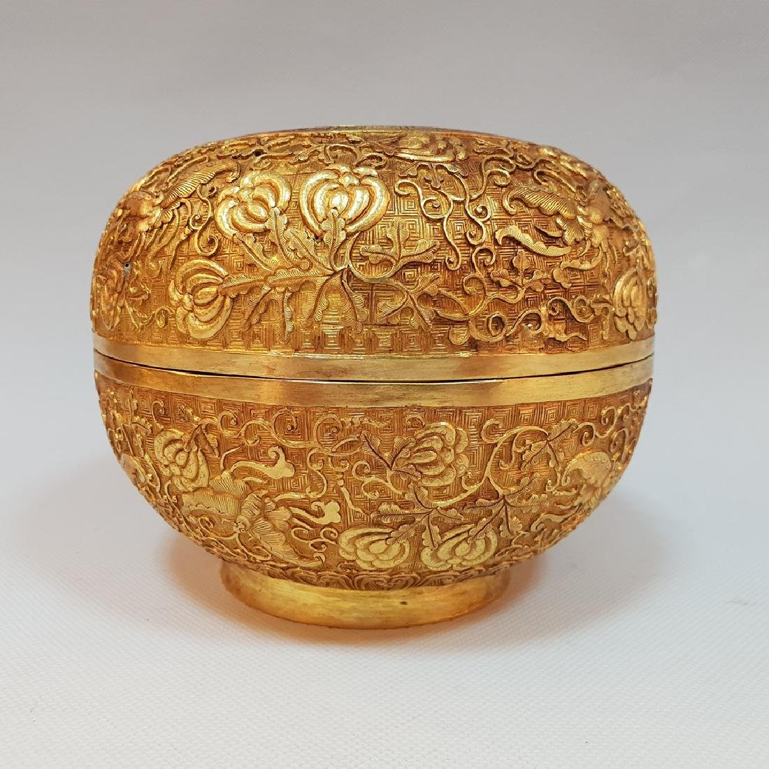 A CARVED GILT-GOLD BOX AND COVER ,MING DYNASTY