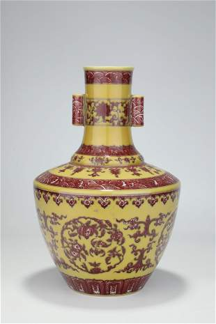 A YELLOW-GROUND IRON-RED BOTTLE VASE.MARK OF QIANLONG