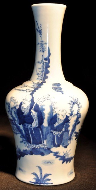 13: A VERY FINE BLUE AND WHITE MALLET VASE(MARK AND PER