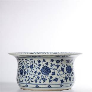 A BLUE AND WHITE FLOWRPOT .MING PERIOD