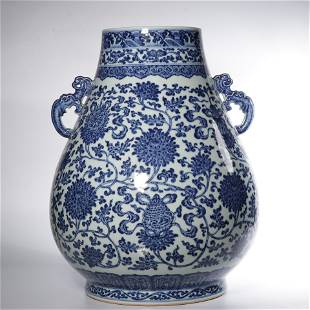 A LARGE BLUE AND WHITE JAR.MARK OF QINGLONG