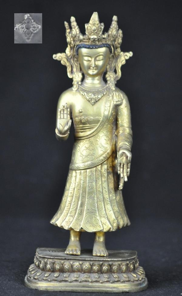 6: A  Gilt Bronze Figure of Buddha .(18 CENTURY)