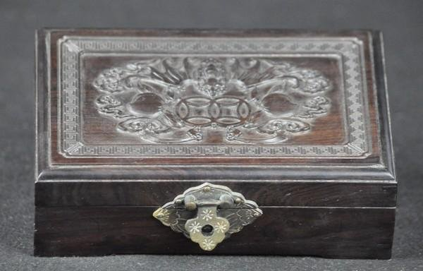16: A CARVED ZITAN BOX.(19 CENTURY)