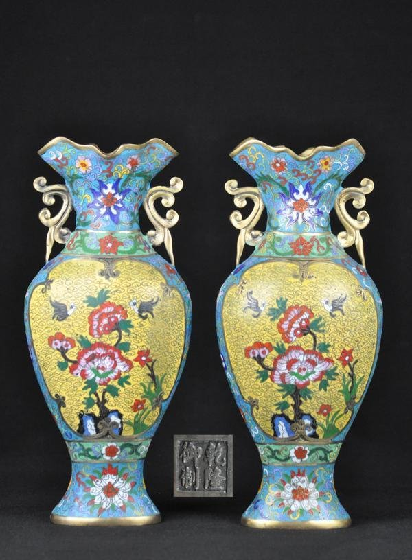 18: A PAIR OF THE CLOISONNE ENAMEL VASES.(MARK OF QIANL