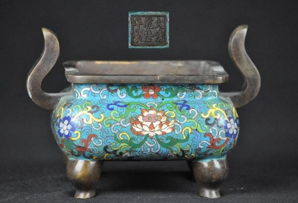 22: A CLOISONNE ENAMEL CENSER.(MARK AND PERIOD OF QIAN